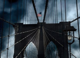 J370D - Juul, Thomas - Stars and Stripes on Brooklyn Bridge