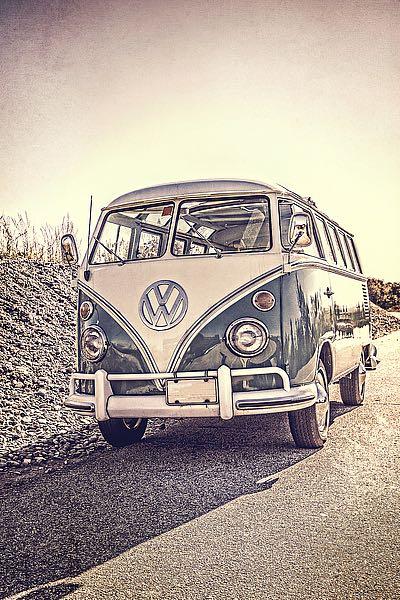 F713D - Fielding, Edward M. - Surfers' Vintage VW Bus